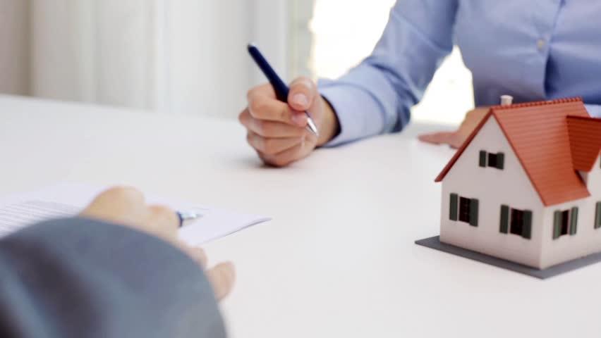 прехвърляне на имот срещу гледане и издръжка договор за прехвърляне на недвижим имот срещу задължение за гледане и издръжка
